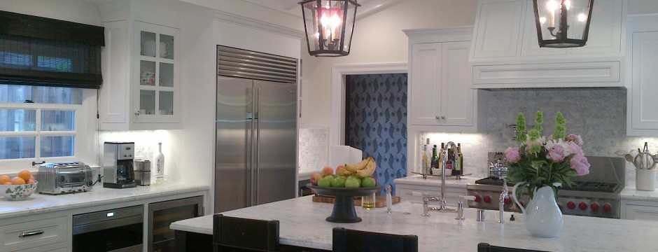 Kitchen Woodland Hills LED Recessed and Undecabinet